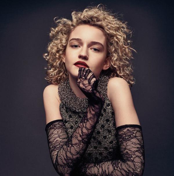 Julia Garner Hottest Pictures-14