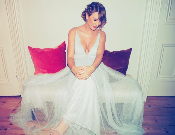 Taylor Swift hot half-nude pictures-7